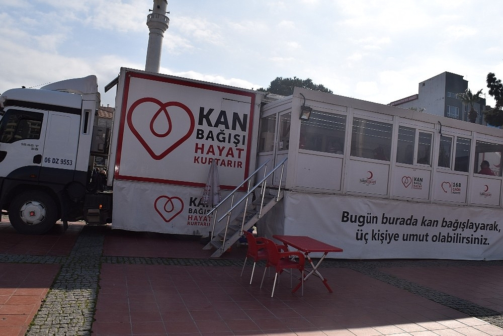 2019/02/aliagada-kizilayin-kan-bagisina-yogun-ilgi-20190211AW61-3.jpg