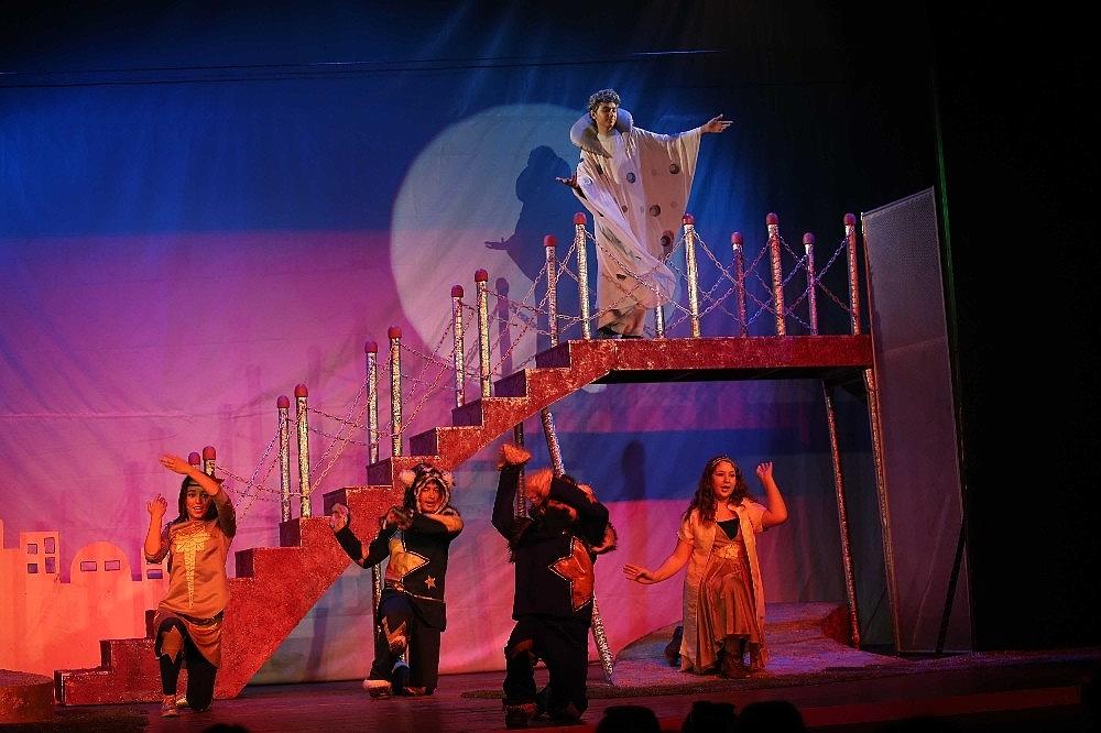 2019/05/tiyatronun-yildizlari-karsiyakada-yetisecek-20190506AW69-1.jpg