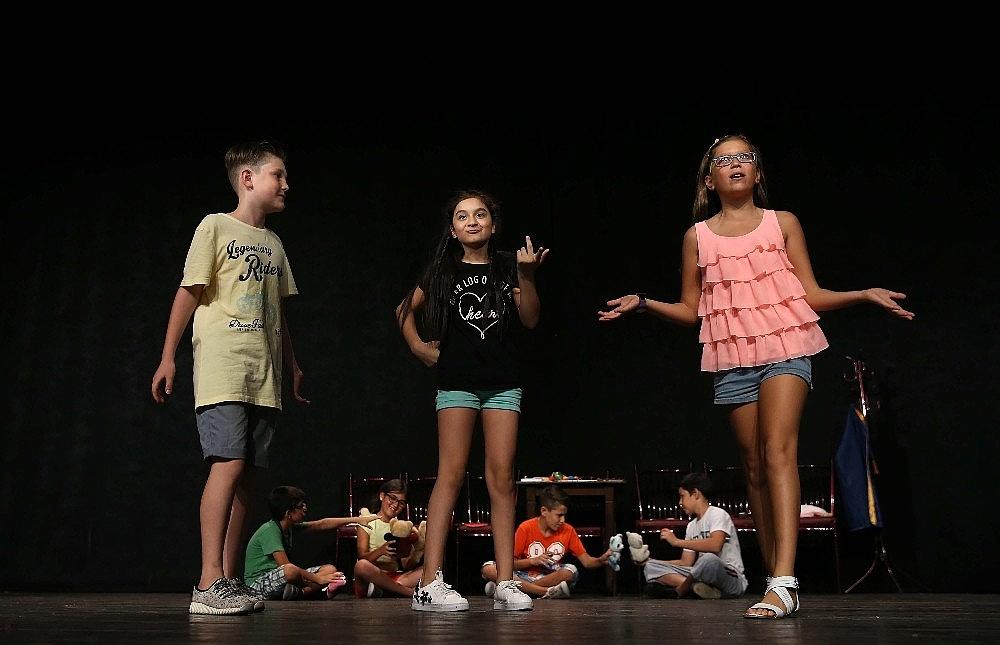 2019/05/tiyatronun-yildizlari-karsiyakada-yetisecek-20190506AW69-2.jpg