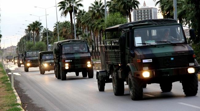 Sınıra askeri sevkiyat sürüyor