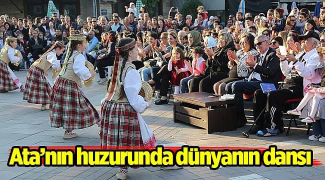 Ata'nın huzurunda dünyanın dansı