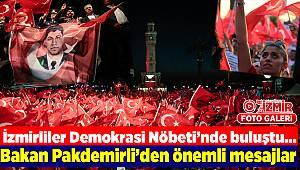 İzmirliler Demokrasi Nöbeti'nde buluştu...