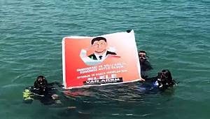 Van Gölü'nde Ömer Halisdemir'li pankart