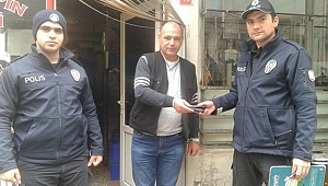 Bulduğu para dolu cüzdanı polise teslim etti