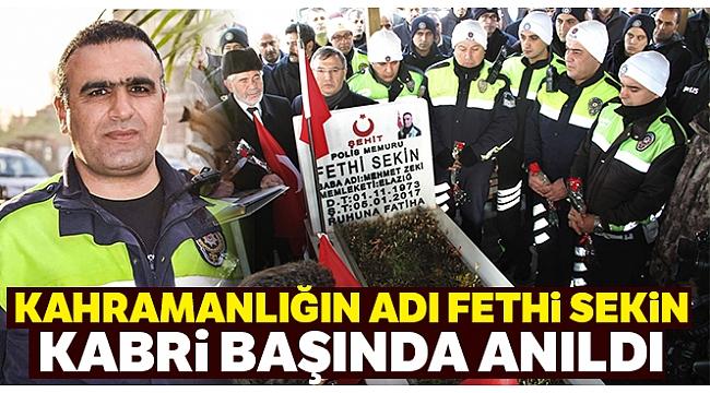 İzmir Kahramanı Şehit Fethi Sekin için kabri başında anma töreni