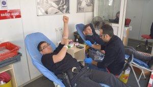 Aliağa'da Kızılay'ın kan bağışına yoğun ilgi