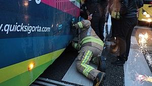 Garip olay 'Bebeğim orada' dedi otobüsün altına girdi