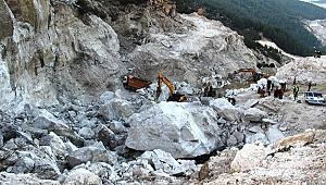 Göçük altında kalan 3 işçinin de cansız bedenine ulaşıldı