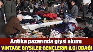 İzmir'de eski moda kıyafetlere yoğun ilgi