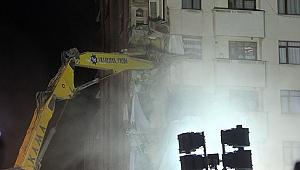 Kartal'da yıkılan binanın yanındaki binada yıkıma başlandı