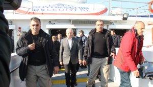Kılıçdaroğlu İzmir'de vapura bindi