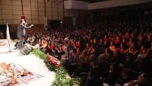 Bayraklı'da halk müziği konseri