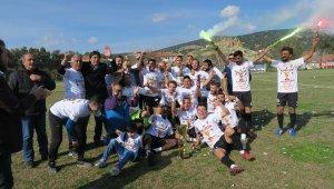 Foça Belediyespor, kupasını aldı