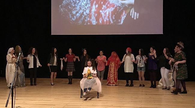 Kadın öğretmenler, Dünya Tiyatro Gününde şiddete 'dur' demek için sahnede