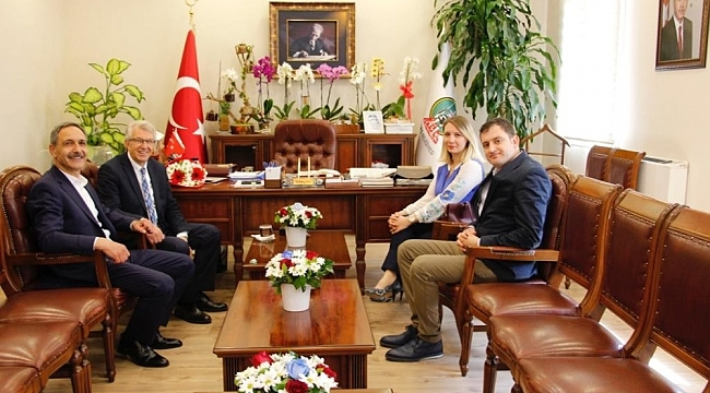 AK Partili aday, kazanan CHP'li başkanı ziyaret etti