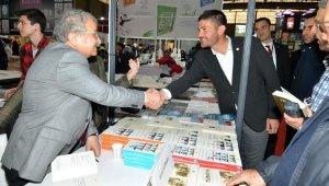 Başkan Gürbüz, İzmir Kitap Fuarı'na katıldı