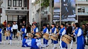 Güney Koreli öğrencilerden Çeşme'de unutulmaz gösteri