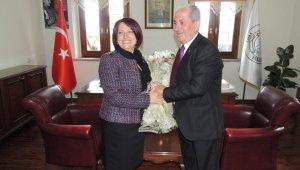 Karaburun'un ilk kadın belediye başkanı göreve başladı