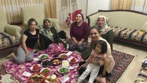 AK Parti'i kadınlardan Aliağa'da 300 aile ziyareti