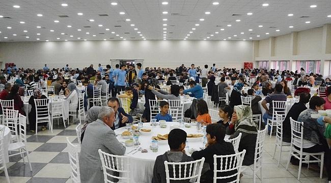 Aliağa'da iftar programlarına yoğun ilgi