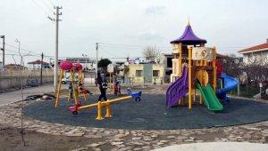 Aliağalı minikler modern parkları sevdi