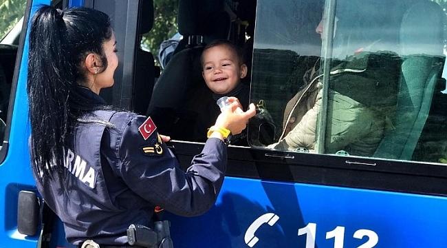 Jandarmanın operasyonu anne ile bebeğini hayata bağladı
