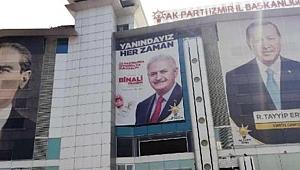AK Parti İzmir'den Yıldırım'a pankartlı destek