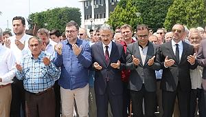 İzmir'de Mursi için gıyabi cenaze namazı kılındı...