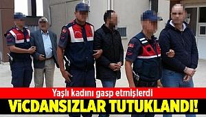 Aliağa'da yaşlı kadını gasp eden iki zanlı tutuklandı