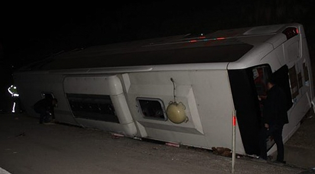 Gaziantep'ten İzmir'e gelen yolcu otobüsü devrildi: 25 kişi yaralandı