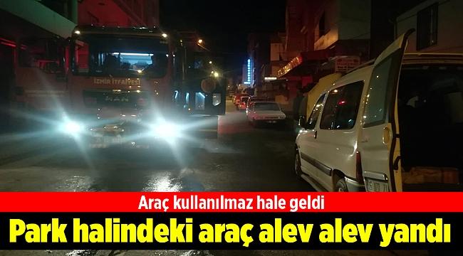 İzmir'de park halindeki araç alev alev yandı