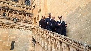 DİKA Genel Sekreteri Altındağ Midyat Tarihi Çarşıları Projesinde İncelemelerde Bulundu