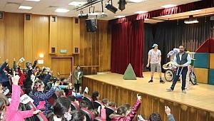 Karaburunlu çocuklara tiyatro keyfi…