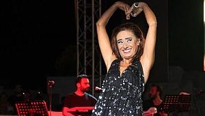 Yıldız Tilbe, konserinde yaptığı dansla yine adından söz ettirdi