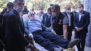 Acılı baba şehit oğlunun cenazesine sedyeyle katıldı