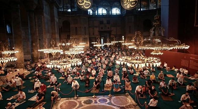 Ayasofya Camii'nde 86 yıl sonra ilk bayram namazı kılındı