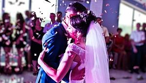 Bilim Kurulu Üyesi Tezer'den kritik 'düğün' uyarısı: 60 yaş üstü gitmemeli!
