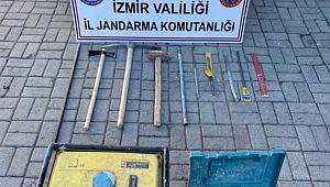 Türbe yakınındaki kaçak kazıya Jandarma engeli