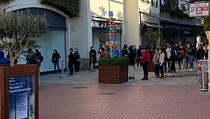 İzmir'de 'Kara Cuma' kuyruğu