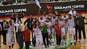 Pınar Karşıyaka'nın zafer gecesi: FIBA Şampiyonlar Ligi'nde son 8'e kaldı!