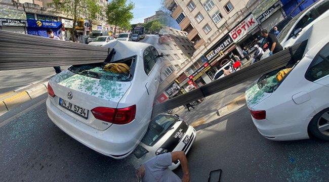 İstanbul Çekmeköy'de korkunç kaza! Demir çubuklar otomobile saplandı, 3 kişi ölümden döndü