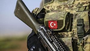 Teröristlerle çıkan çatışmada ağır yaralanan asker şehit oldu