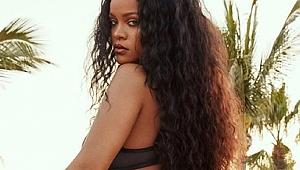 Rihanna, Demi Rose'un Playboy için verdiği üstsüz pozu kopyaladı