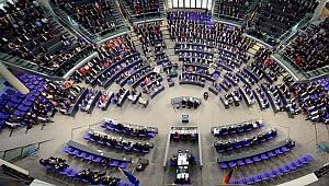 Almanya'da kaç Türk vekil Alman Meclisi'ne girmeye hak kazandı?
