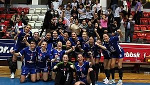 İzmir Büyükşehir Belediyesi'nin kadın hentbol takımından büyük başarı